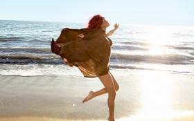 Картинка свет, яркий, волна, Rihanna, в прыжке