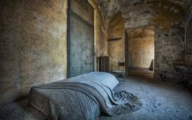 Обои комната, кровать, двери