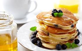 Обои оладьи, завтрак, мед, еда, блины, ягоды, тарелка