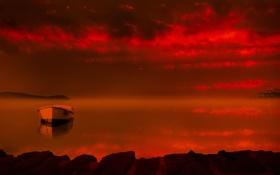 Картинка небо, горы, туман, озеро, лодка, зарево