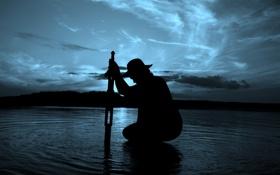 Обои меч, вода, небо, Человек