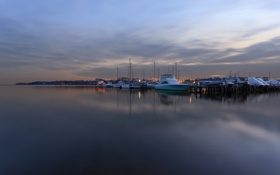 Картинка лодки, вечер, причал, залив, сумерки, гавань