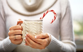 Обои winter, hands, какао, варежка, drink, кружка, cup