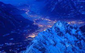 Обои город, горы, ночь, долина, огни