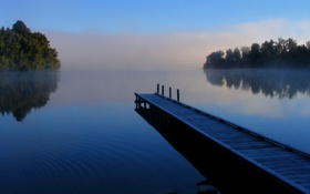 Картинка небо, деревья, пейзаж, туман, отражение, река, мостик