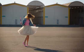 Обои тень, девушка, танец, солнце