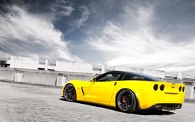 Обои небо, облака, жёлтый, Z06, Corvette, Chevrolet, шевроле
