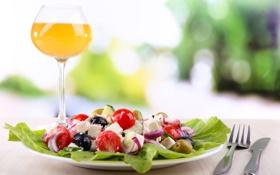 Обои вино, бокал, еда, сыр, лук, помидоры, оливки
