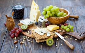 Обои виноград, печенье, доска, киви, крекеры, сыр, Julia Khusainova