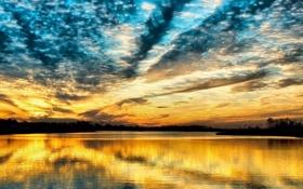 Картинка небо, закат, оранжевый, тучи, отражение, река, голубое