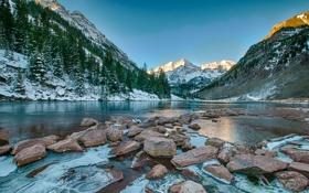 Картинка снег, горы, озеро, камни, склон