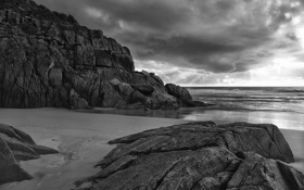 Обои камни, скалы, чёрно-белый, океан, вода, море, берег