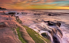 Картинка море, небо, облака, закат, шторм, скалы, зарево