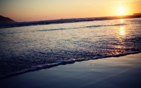 Обои волны, пена, солнце, закат, горизонт