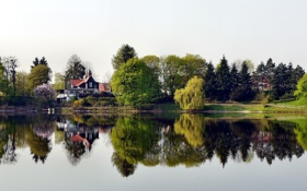 Обои зелень, вода, природа, город, озеро, дом, пруд
