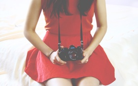 Обои красное, камера, платье, фотоаппарат, объектив