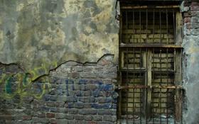 Обои стена, окно, решётка, заброшеное здание