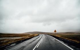 Обои дорога, гроза, поле, облака, холм, дорожный знак, серые облака