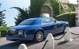 Картинка синий, фон, купе, Rolls-Royce, Phantom, вид сзади, Coupe