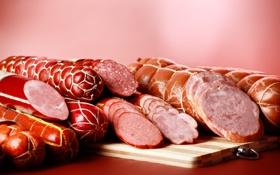 Обои разрез, мясо, много, колбаса, вкусная, на столе, нарезка