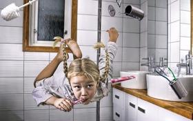 Обои Девочка, ванная, невесомость