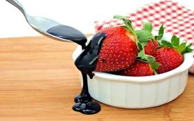 Обои ягоды, шоколад, клубника, ложка