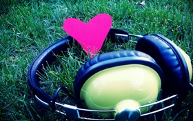 Обои трава, макро, любовь, музыка, сердце, music, наушники