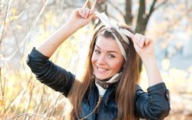 Картинка девушка, улыбка, повязка, шатенка, на улице, Lily C, Raisa