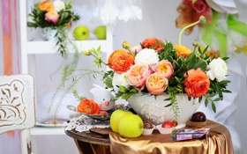Картинка цветы, стол, яблоки, букет, ваза, пироженые