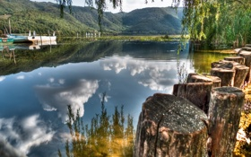 Картинка озеро, лодка, пеньки