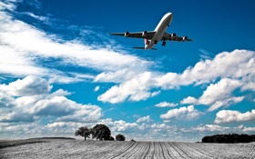 Картинка поле, небо, облака, деревья, самолёт, пашня