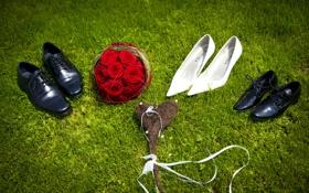 Обои букет, ботинки, туфли, сердечко