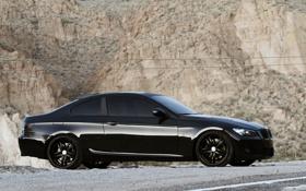 Картинка скала, фон, чёрный, тюнинг, камень, BMW, автомобиль
