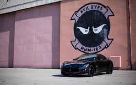 Картинка чёрный, Maserati, здание, тень, wall, black, вид спереди