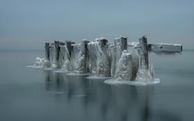 Картинка зима, море, опоры