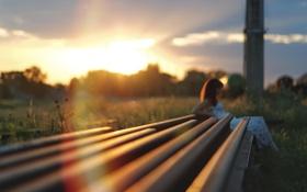 Обои девушка, солнце, закат, рельсы