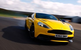 Картинка дорога, желтый, Aston Martin, скорость, размытость, суперкар, передок
