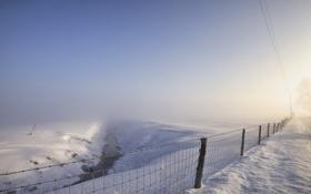 Картинка зима, поле, снег, туман, забор