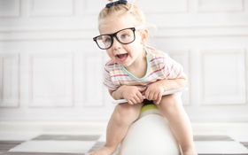 Обои детство, очки, девочка, горшок, ребёнок