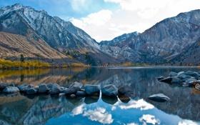 Обои облака, осень, деревья, горы, небо, озеро, камни