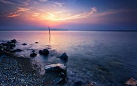 Картинка закат, озеро, камни, берег, вечер, сумерки