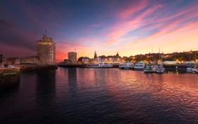 Картинка город, рассвет, башня, бухта, яхты
