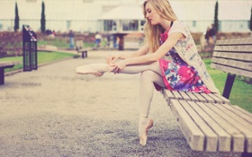 Картинка девушка, скамейка, улица, балерина, скамья, пуанты