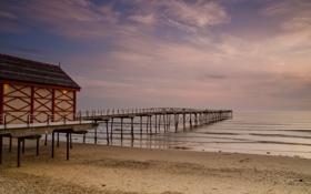 Картинка песок, море, пляж, небо, вода, пейзаж, мост