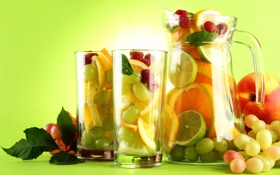 Обои лайм, виноград, апельсины, бокалы, малина, персик, листья
