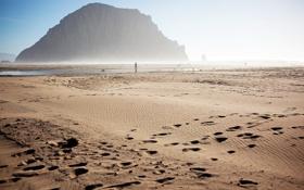 Обои песок, море, гора