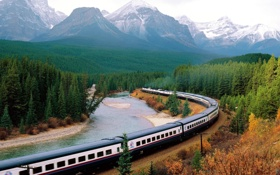 Обои лес, река, вагоны, состав, природа, горы, поезд