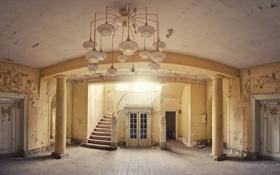 Картинка двери, лестница, хол
