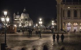 Обои ночь, огни, Италия, Венеция, колонны, пьяцетта