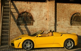 Картинка Ferrari, F430, здание, старое, Spider, желтая